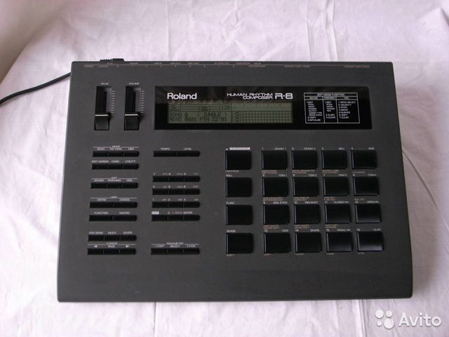 Roland R-8 Human Rhythm Composer Drum Machine— фотография №1
