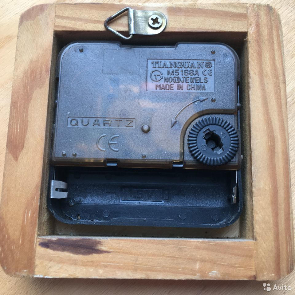Часы настенные кварцевые 28х28 см